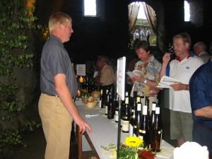 Weinverkostung (Foto 100-0060) Quelle: Suzi Breitbach