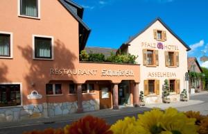 """Außenansicht des Logis-Hotels """"Pfalzhotel Asselheim"""" in Grünstadt-Asselheim. (Copyright: Logis-Hotel """"Pfalzhotel Asselheim"""")"""